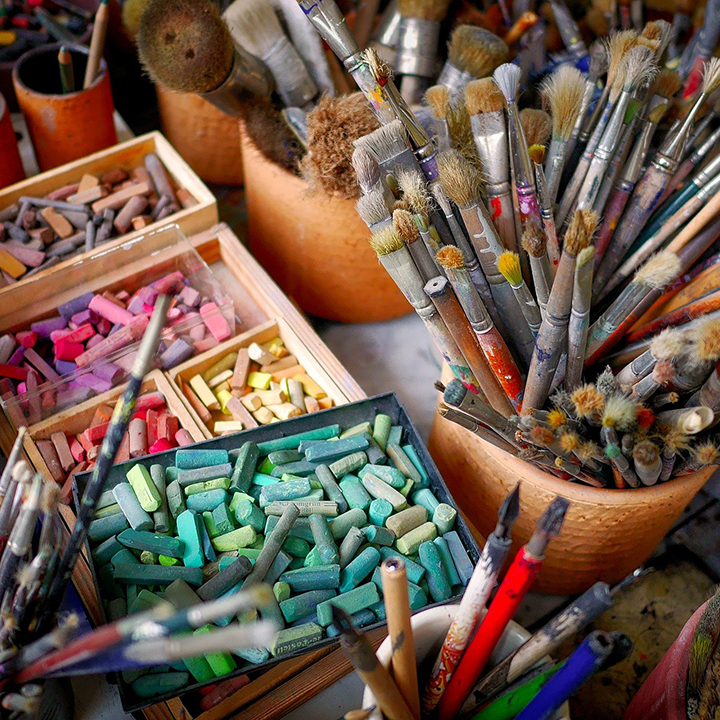 Pędzle do malowania i pastele do rysowania